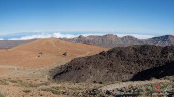 Свежая лава на фоне Montaña Blanca